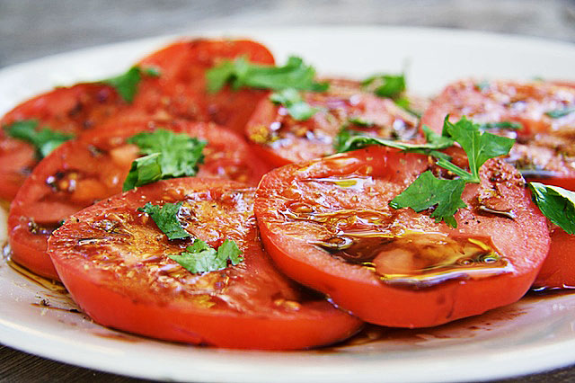 sliced-tomatoes-1