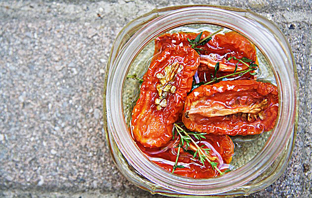 Oven dried tomatoes - TheMessyBaker.com