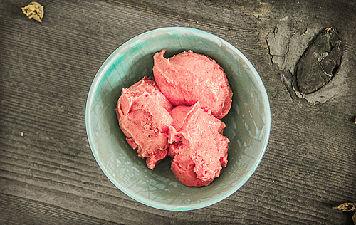 Instant Strawberry Frozen Yogurt - TheMessyBaker.com